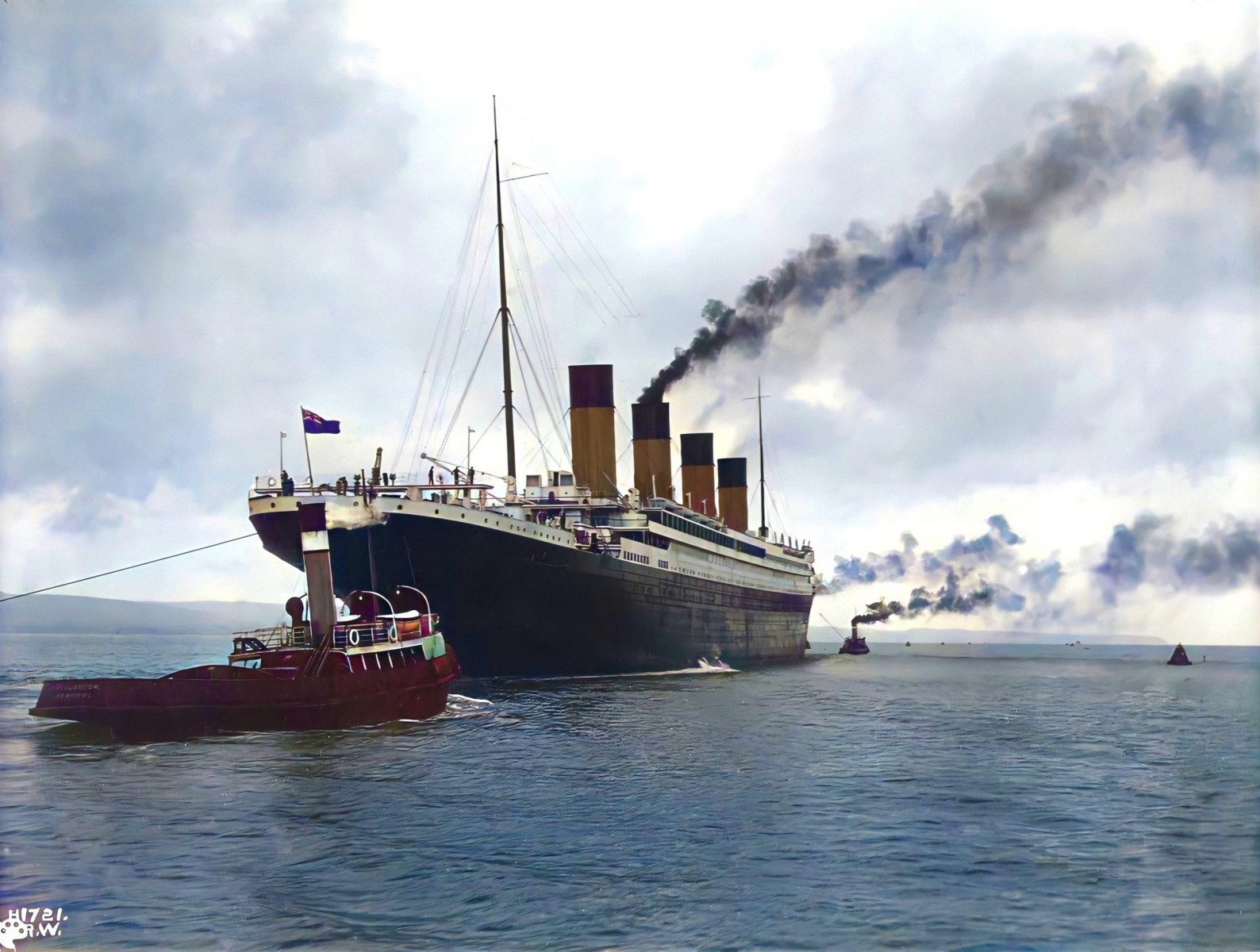 A colorized image of the Titanic by https://twitter.com/irelandincolour.