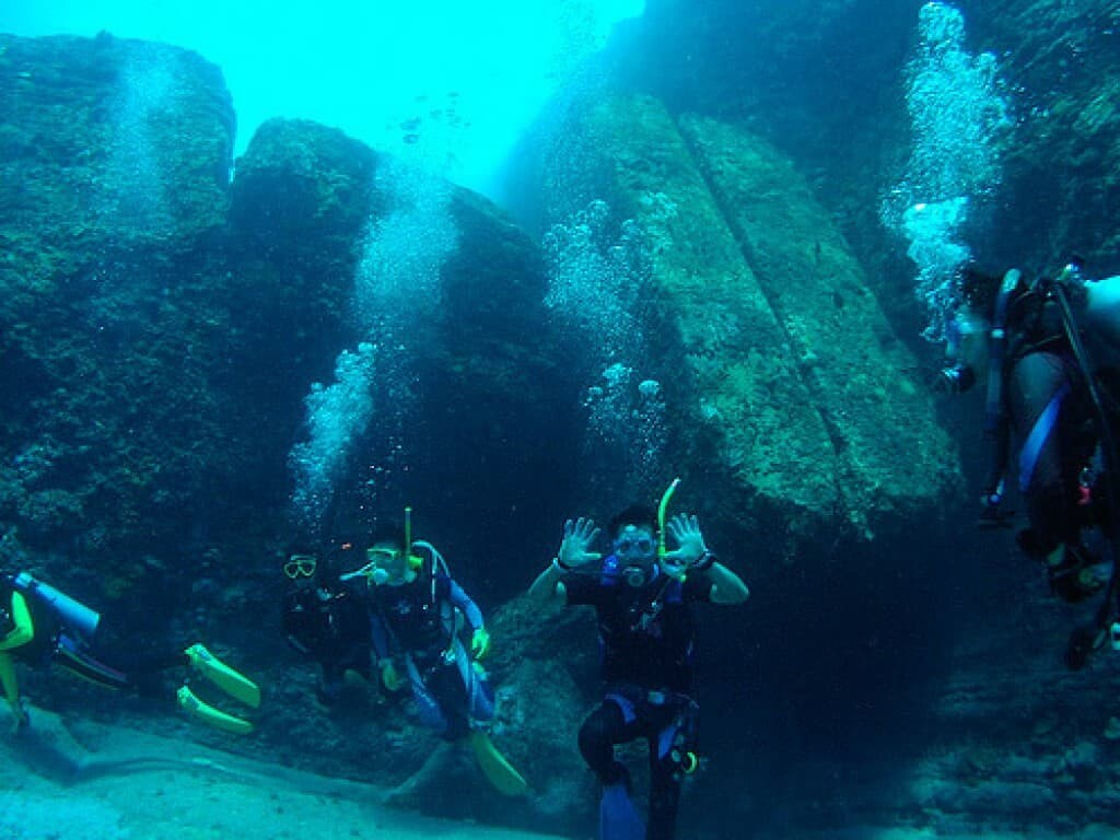Divers at the Yonaguni Monument pose for the camera.