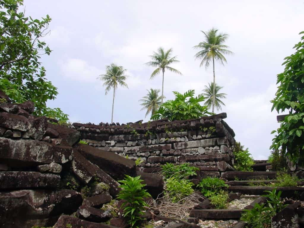 Caption Nan Madol photo by CT Snow from Hsinchu, Taiwan (Madol ruins in Pohnpei) [CC BY 2.0).