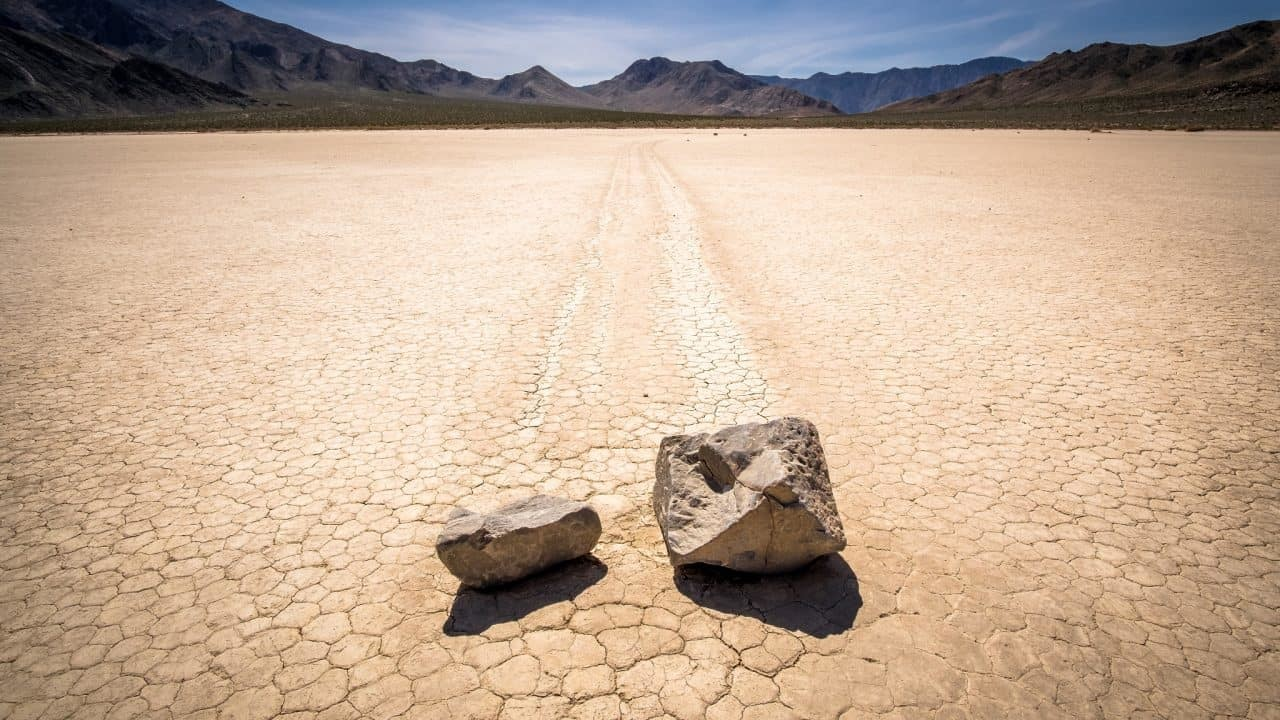 Sailing stones traveled together in Racetrack Playa