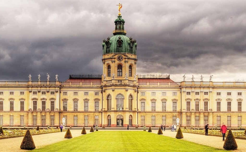 history of the amber room starts at Charlottenburg Palace
