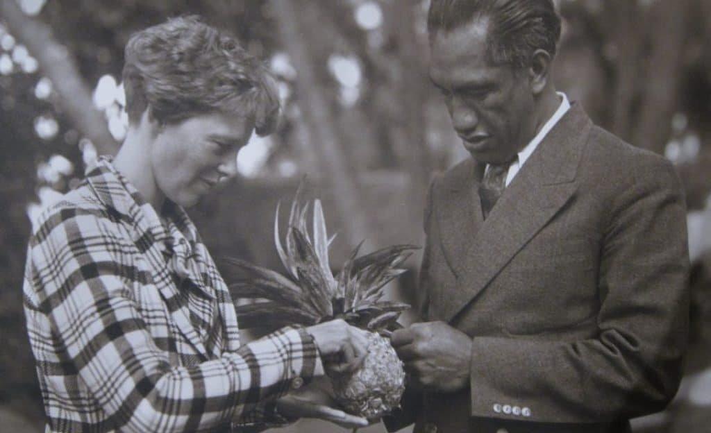 Amelia Earhart in Hawaii with Duke Kahanamoku, 1934 or 1935, public domain.