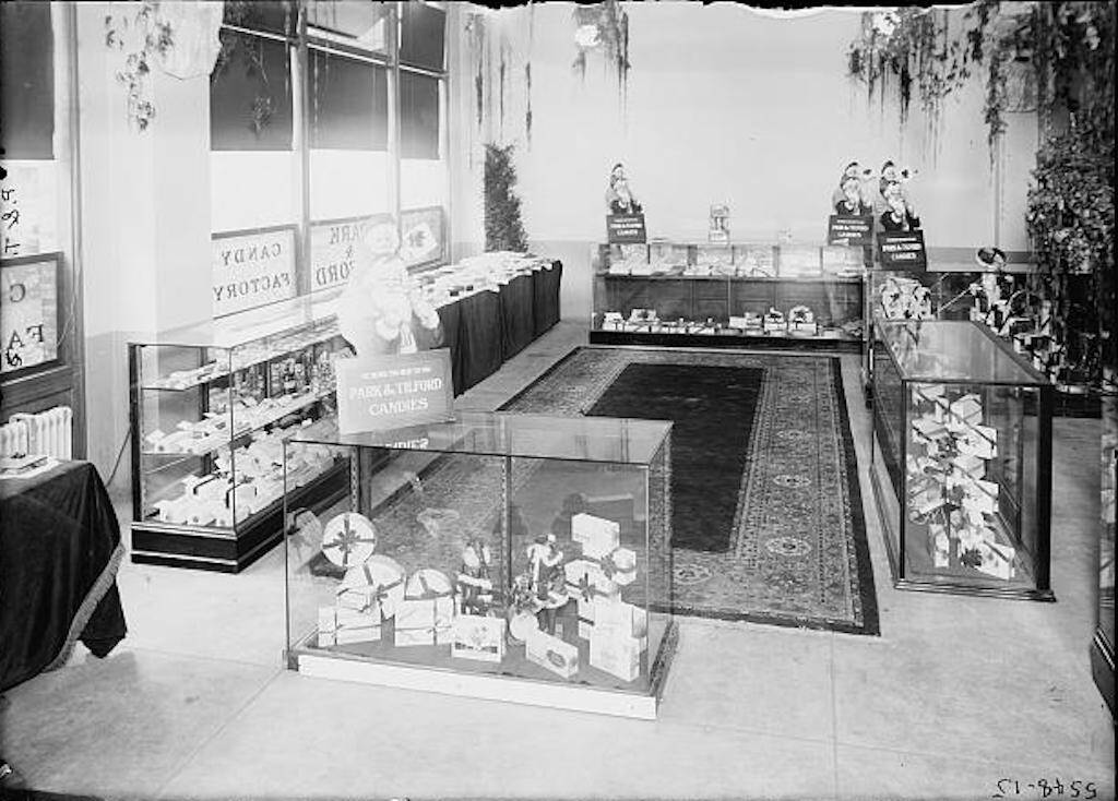 Dorothy Arnold bought some chocolates at the Park & Tilford candy store.