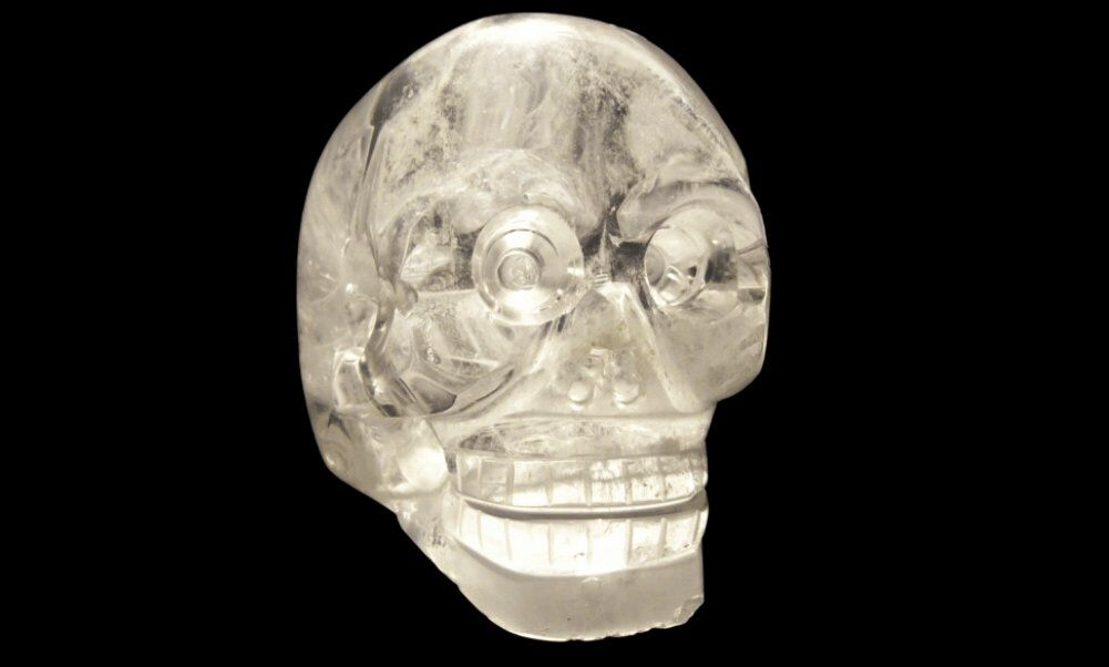 Crystal skull at the Musée du quai Branly, Paris. 2008. Source: Wikimedia Commons, public domain.