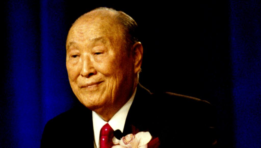 Rev. Sun Myung Moon speaking in Las Vegas, NV, 2010. CC BY-SA 3.0. Everyguy~commonswiki
