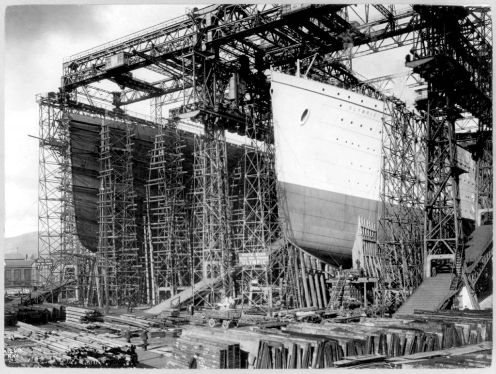 Shipyard construction of the Olympic (R) and Titanic (L).