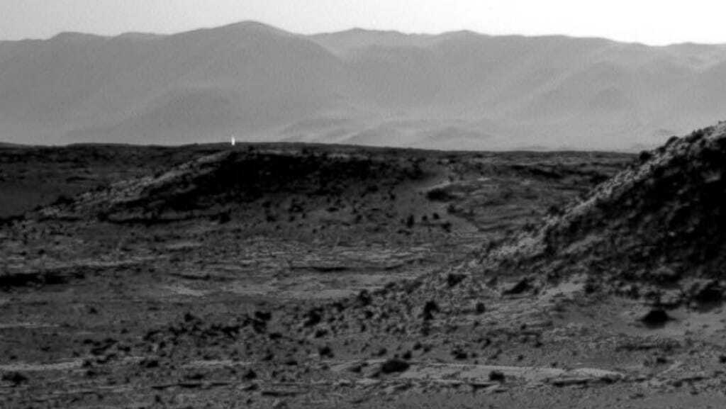 The Curiosity Rover took this image of a strange light on Mars. Nasa photos.