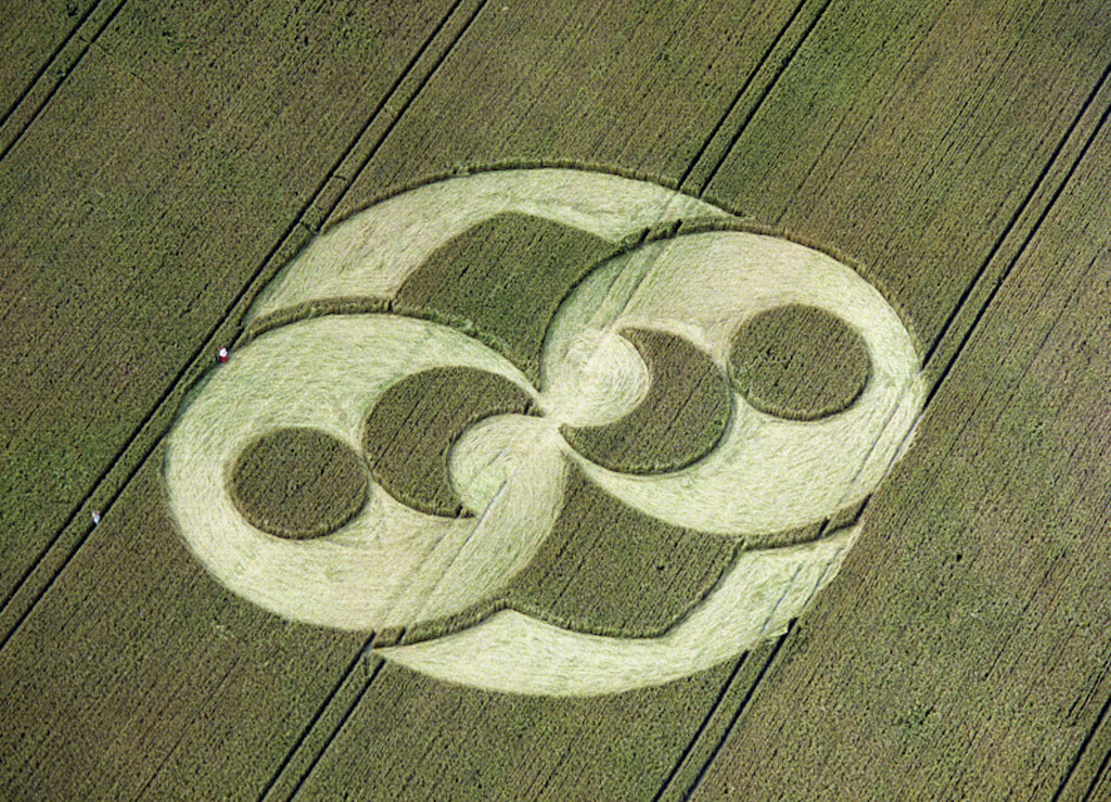 The rock has a similar pattern to this 2 August 1996 Crop Circle at Liddington Castle, Swindon, England.