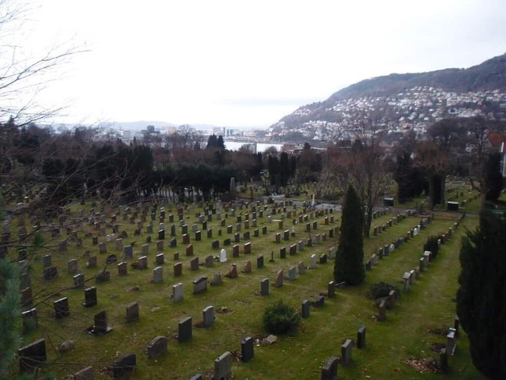 The Isdal woman was laid to rest at the Møllendal cemetery.