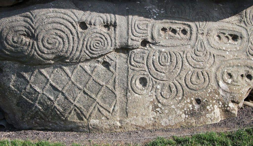 designs at newgrange mound