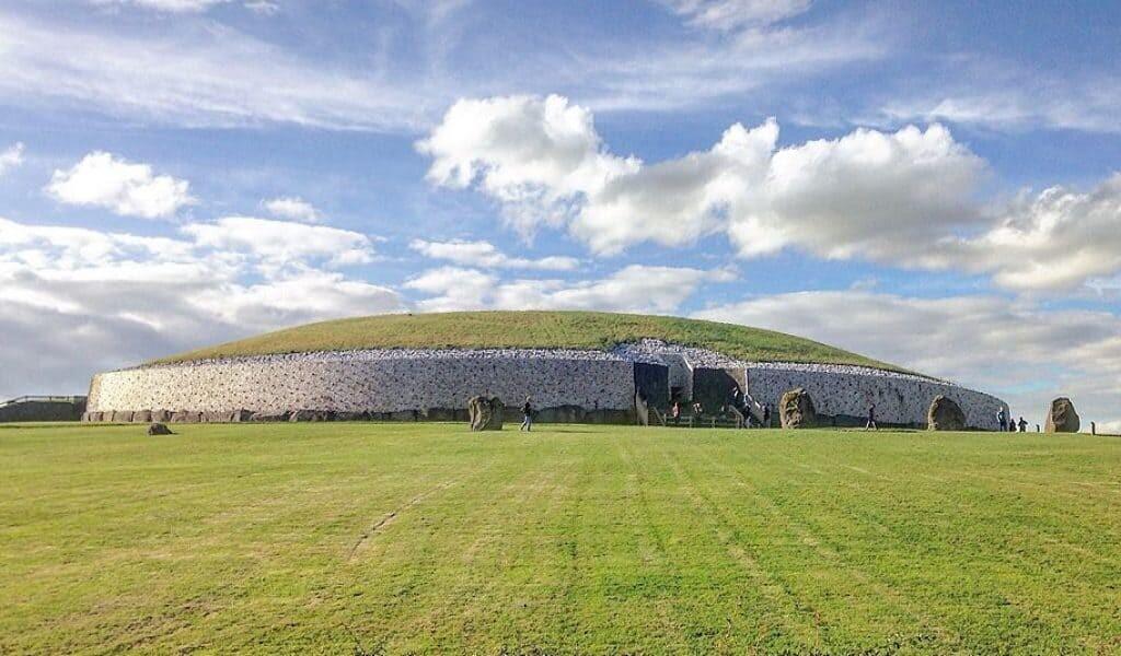 Newgrange from the front. Source: Wikimedia Commons, Tjp Finn.