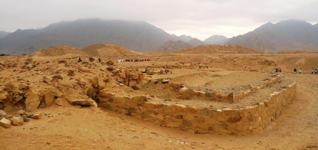 The archaeological area around Caral Supe an obscure ancient civilization, 2006, Percy Meza.