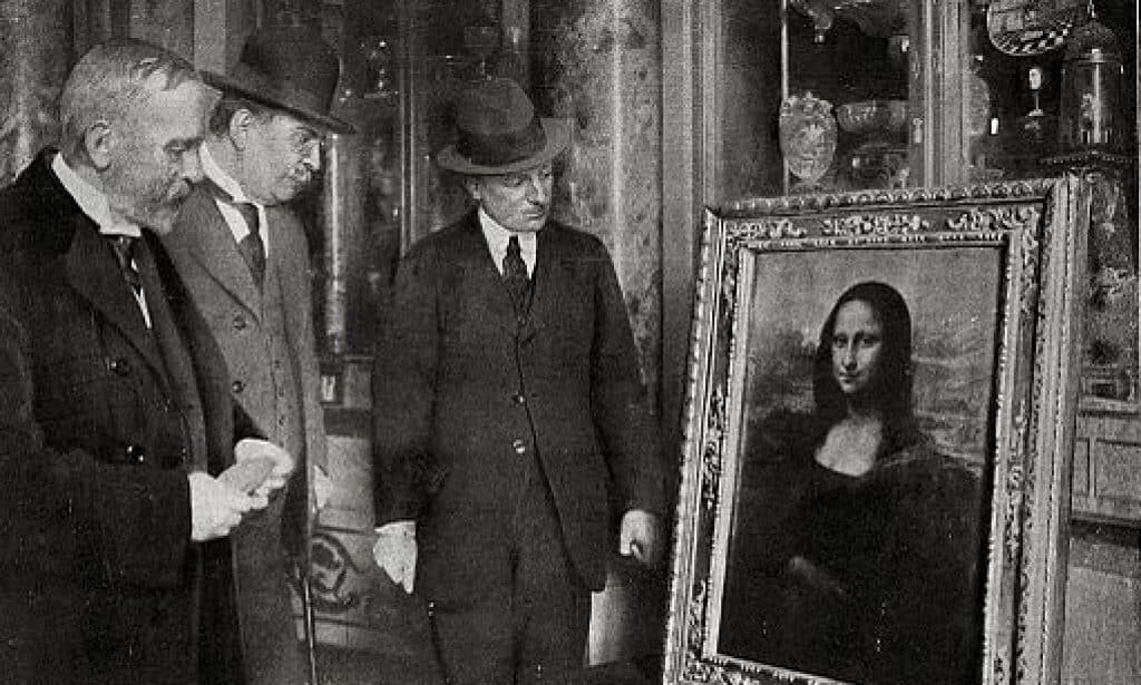 The Mona Lisa on display in the Uffizi Gallery 1913, in Florence, Italy, before its return to the Louvre.