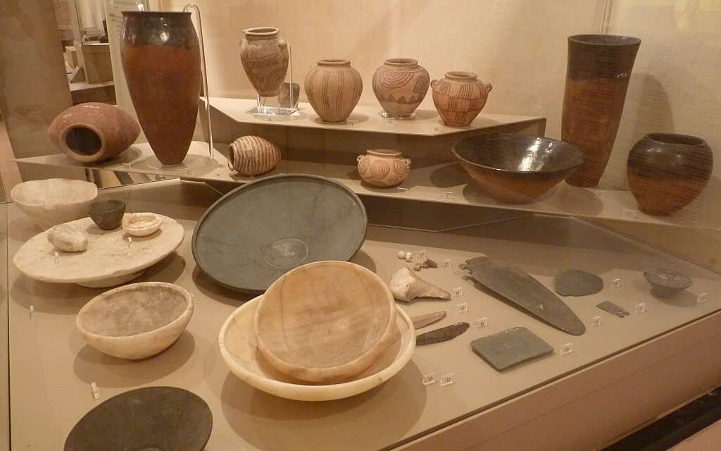 Various pottery and objects from Naqada thru the 1st dynasty. Wikimedia Commons, 2013, Khruner.