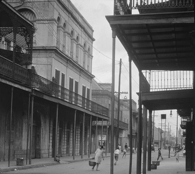 An early 1900 photo of Madame LaLaurie's house on Royal Street.