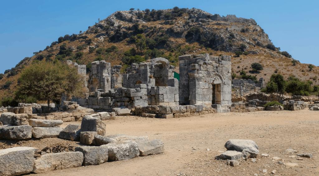 Kaunian rock tomb church