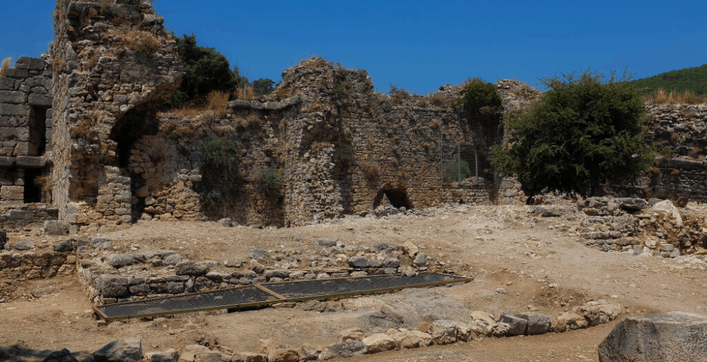 Roman baths, circa 85 BCE, at Kaunos contained a sweat room, warm room, and cold pool.