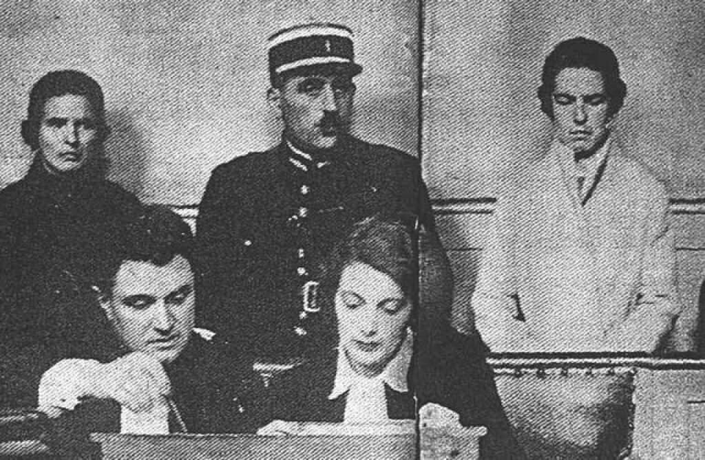 At the 1933 trial, Léa Papin, back left, and Christine Papin, back right. Public domain.