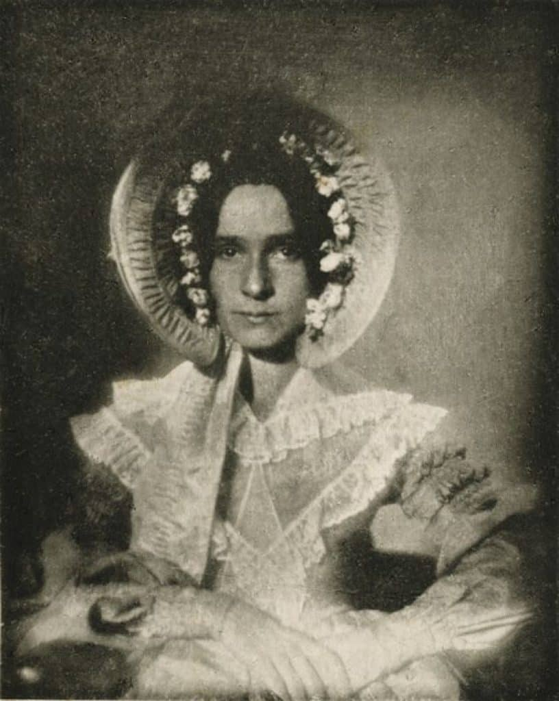 earliest photograph of a woman