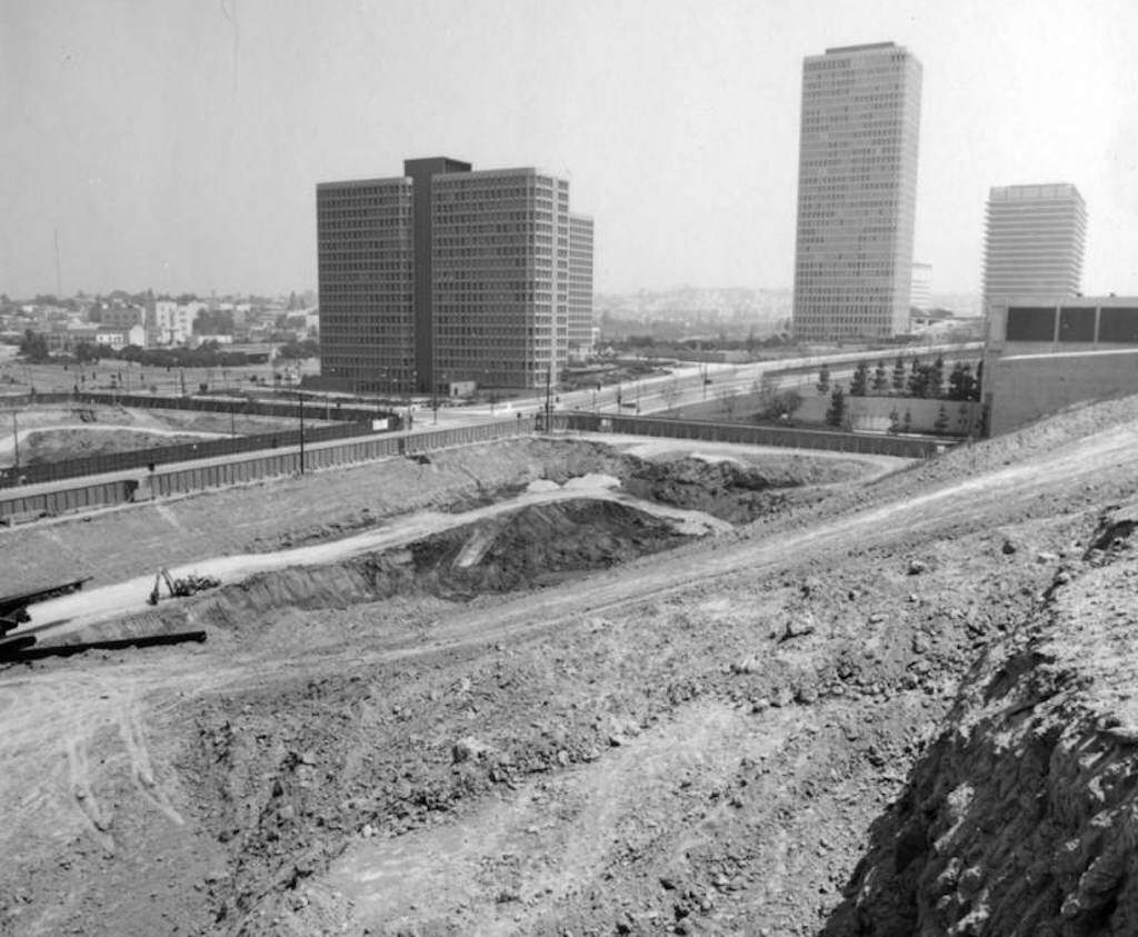 A 1971 photo of Bunker Hill during re-development. This area is in the vicinity of Grand Ave and Third St. Image: Security Pacific National Bank Collection.