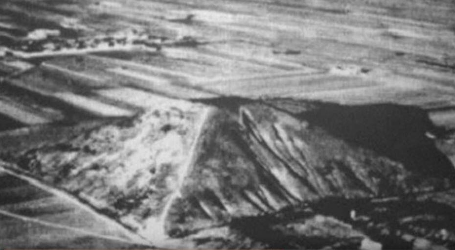 Maurice Sheahan allegedly took this photo of the pyramid of Xi'an, published in the New York Times in 1947.