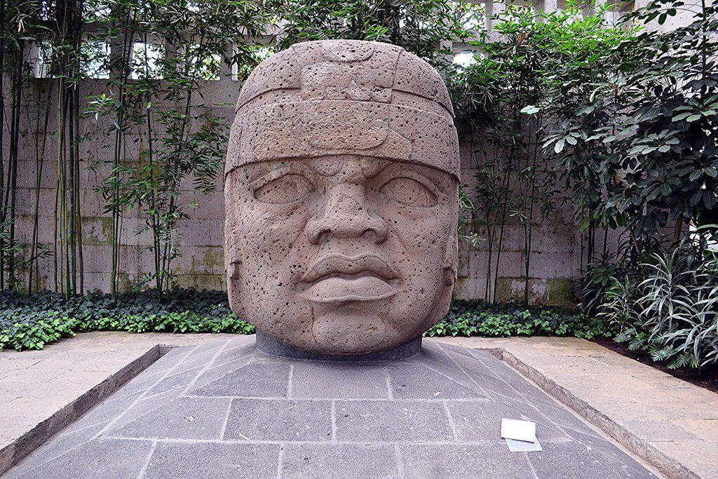 Colossal Head #1 from San Lorenzo. Photo: Mesoamerican CC 4.0 Wikimedia Commons.