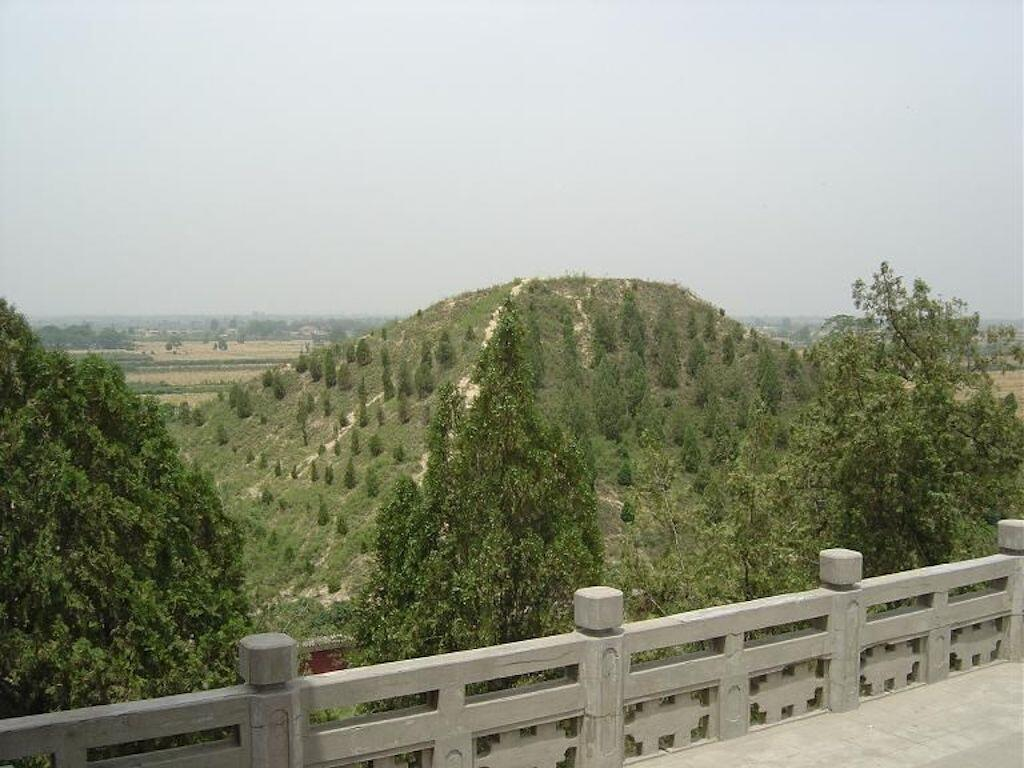 A more recent photo of Emperor Wudi burial mound.