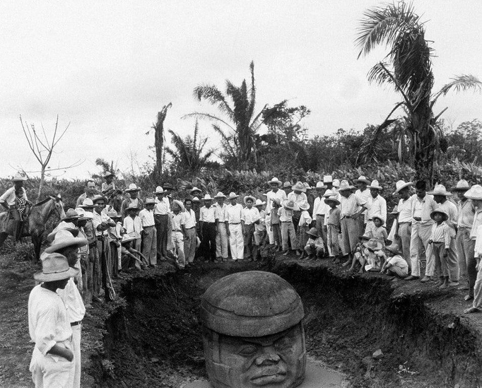 Discovery of the first colossal head in 1962.