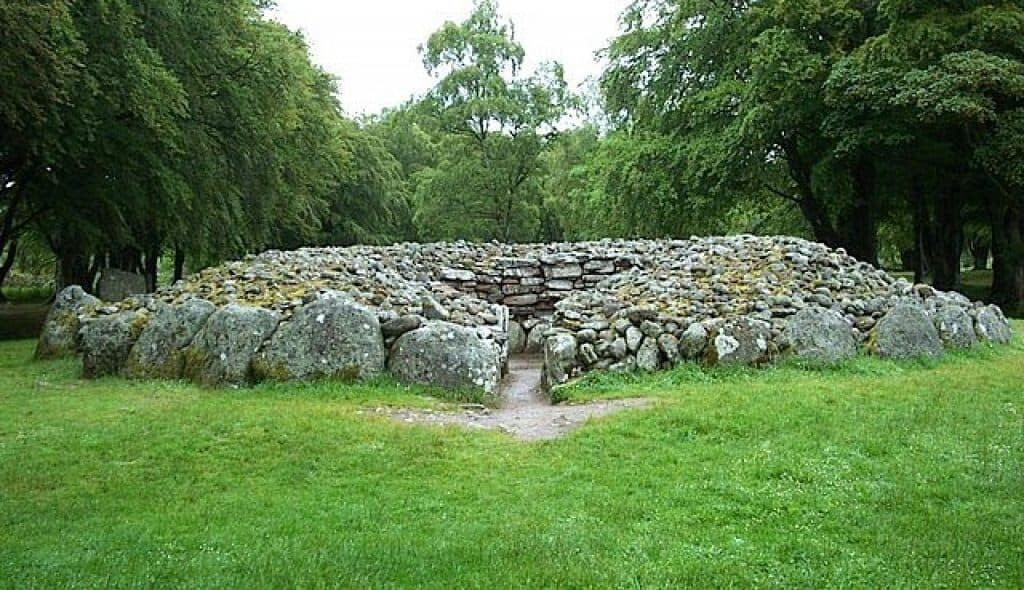 clava cairns SW passage.