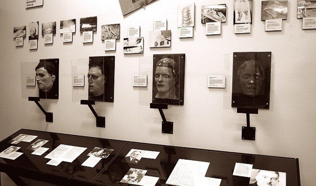 Death masks and photos of victims of the Cleveland torso murderer. Cleveland Police Museum. CC2.0 gargantuen.