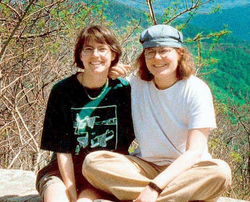 Some believe Julianna (Julie) Williams(L) and Lollie Winans (R) are the latest victims of the Colonial Parkway killer.