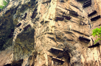 The Hanging Coffins of China: Mysteries Along the Yangtze