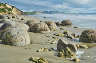 Moeraki Boulders – Spheres of Nature in Otago, New Zealand